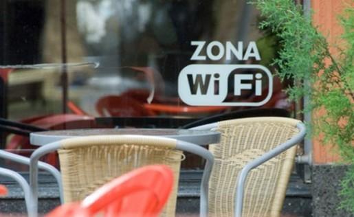 ¿Leería en un bar en voz alta las claves de su tarjeta de crédito? Claro que no. Entonces, tenga cuidado al conectarse a internet en un café o en cualquier espacio público con internet inalámbrica.